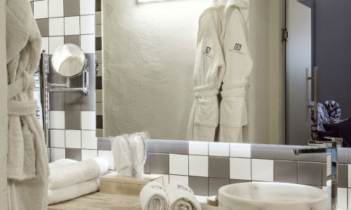 Bathroom-Mirror-the-studio-Loft-21-Frederick-Street-Valletta